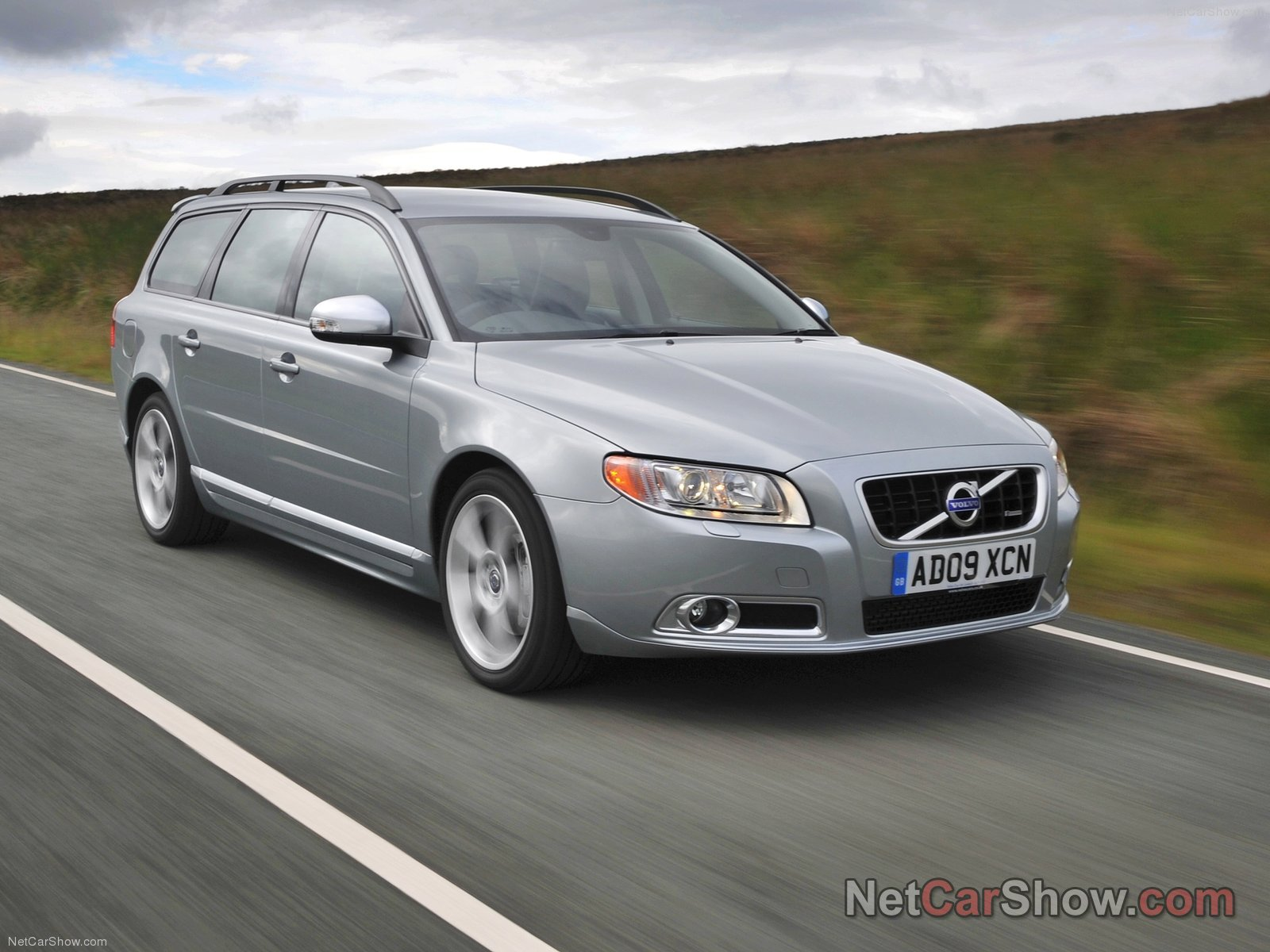 2010 Volvo V70 - Price, Photos, Reviews & Features   2011 Volvo V70 Wagon