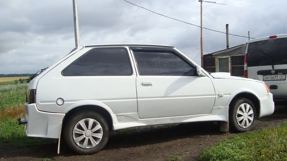 ZAZ 1102 Tavria 3 Door Hatchback 1990